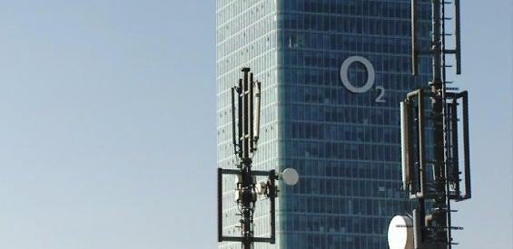 LTE-Antennen vor dem O2 Tower in München