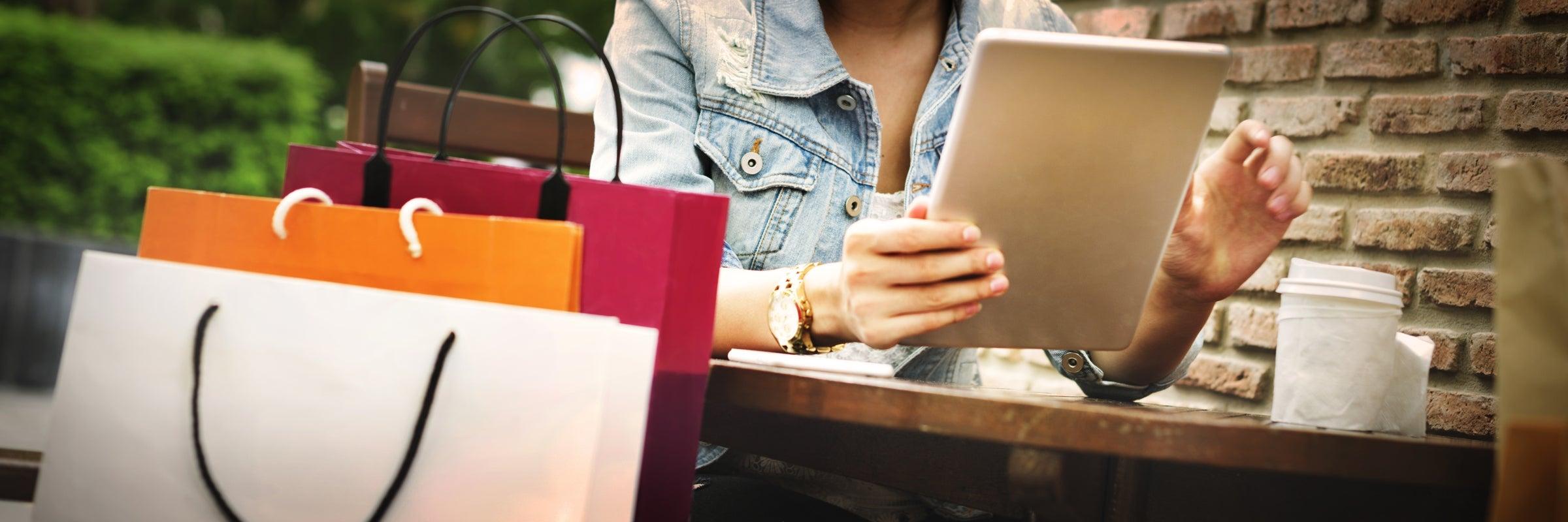 Online-Shopping mit einem Tablet