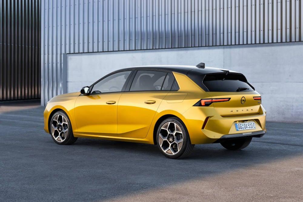 Opel Astra 2022 in der Seitenansicht.