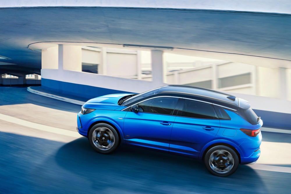 Opel Grandland Hybrid4 Seitenansicht
