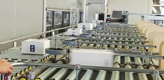 Pakete im Logistikzentrum von 1&1 in Montabaur