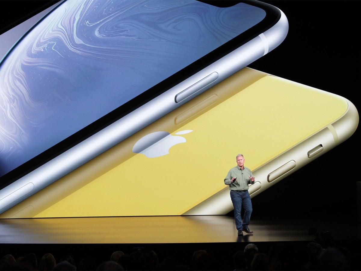 Phil Schiller zeigt das iPhone XR