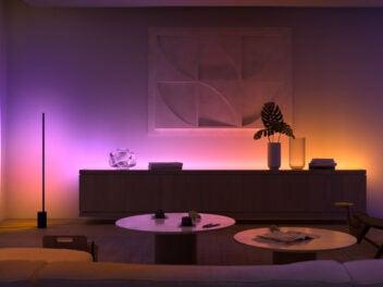 Philips Hue Stehlampe im Wohnzimmer