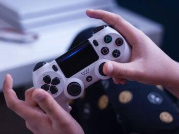 Weißer PlayStation-4-Controller