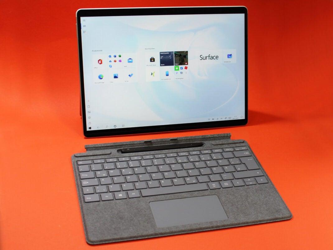 Abgedockte Tastatur des Microsoft Surface X Pro