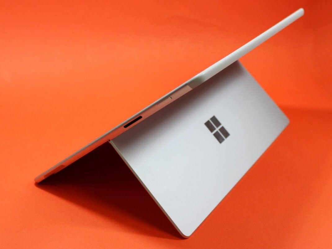 Variabler Ständer des Microsoft Surface X Pro