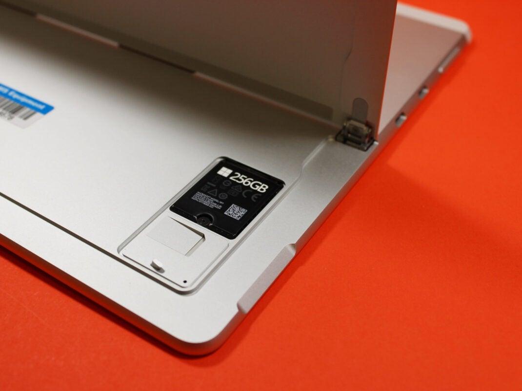 Ständer des Microsoft Surface X Pro