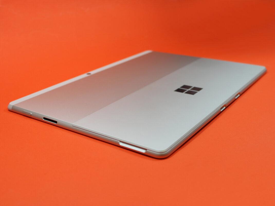 Rückseite des Microsoft Surface X Pro