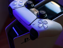 PlayStation 5 mit Controller