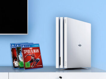 Die PlayStation 4 Pro in der Seitenansicht