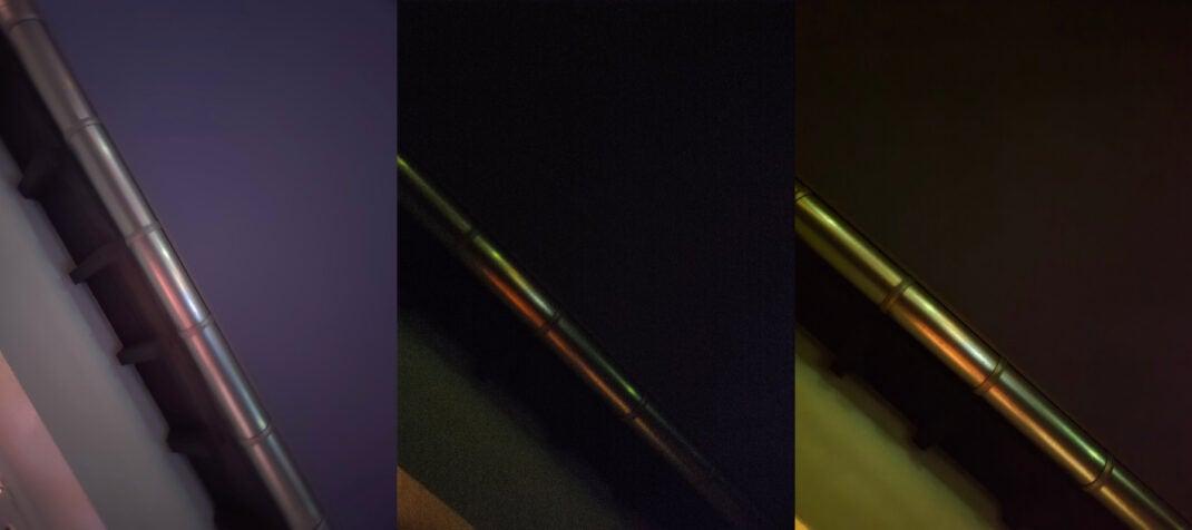 Drei Mal den Nachthimmel am Rande eines Daches fotografiert.