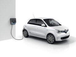 Renault Twingo Z.E. an Ladestation