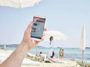 Mit dem Handy an den Strand