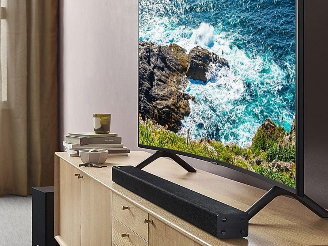 Samsung Curved-TV im Wohnzimmer