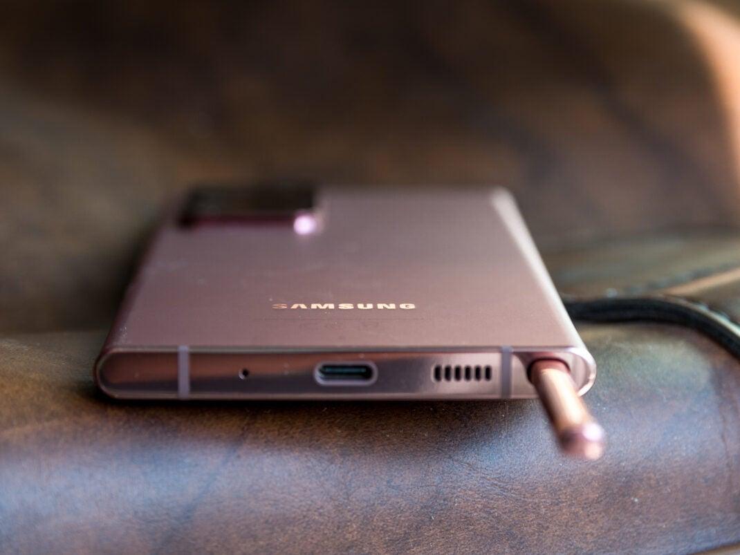 Einer der beiden Lautsprecher des Samsung Galaxy Note 20 Ultra befindet sich an der unteren Kante