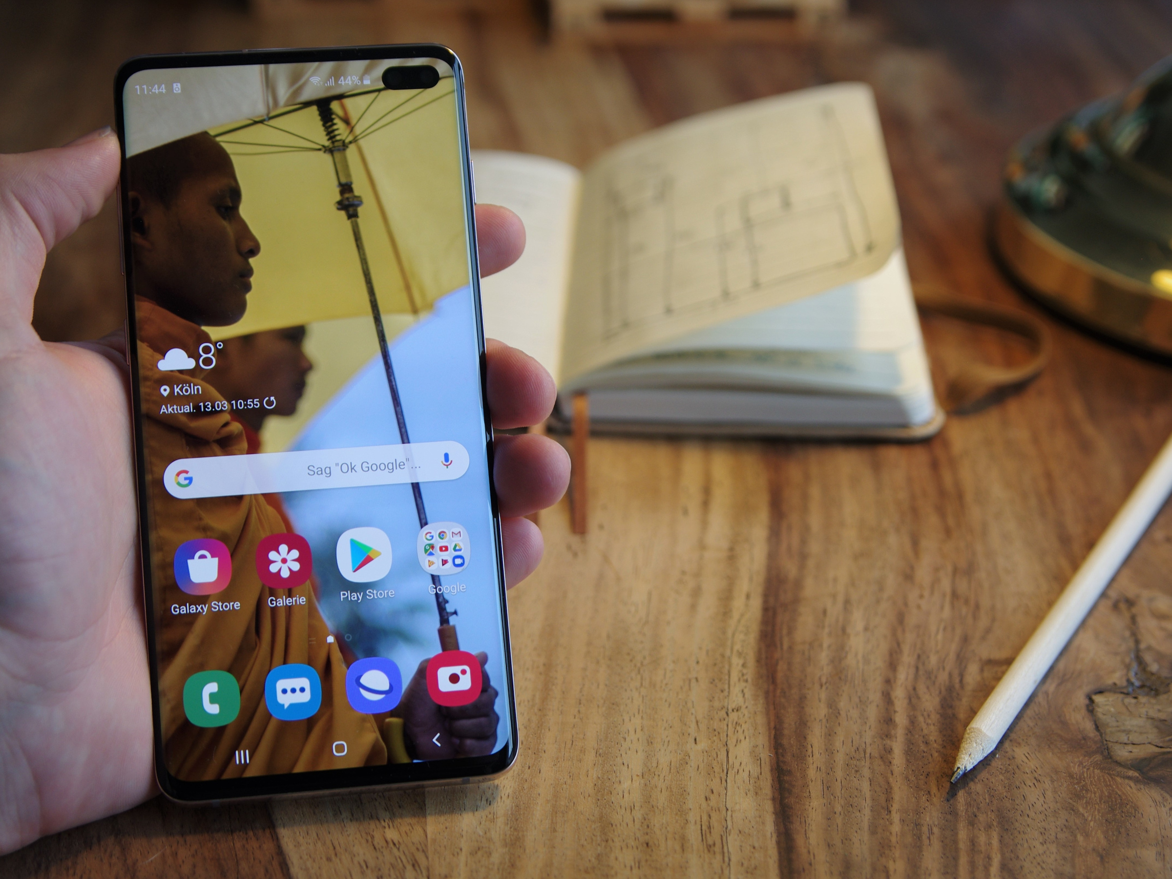 Samsung Galaxy S10+ in der Hand
