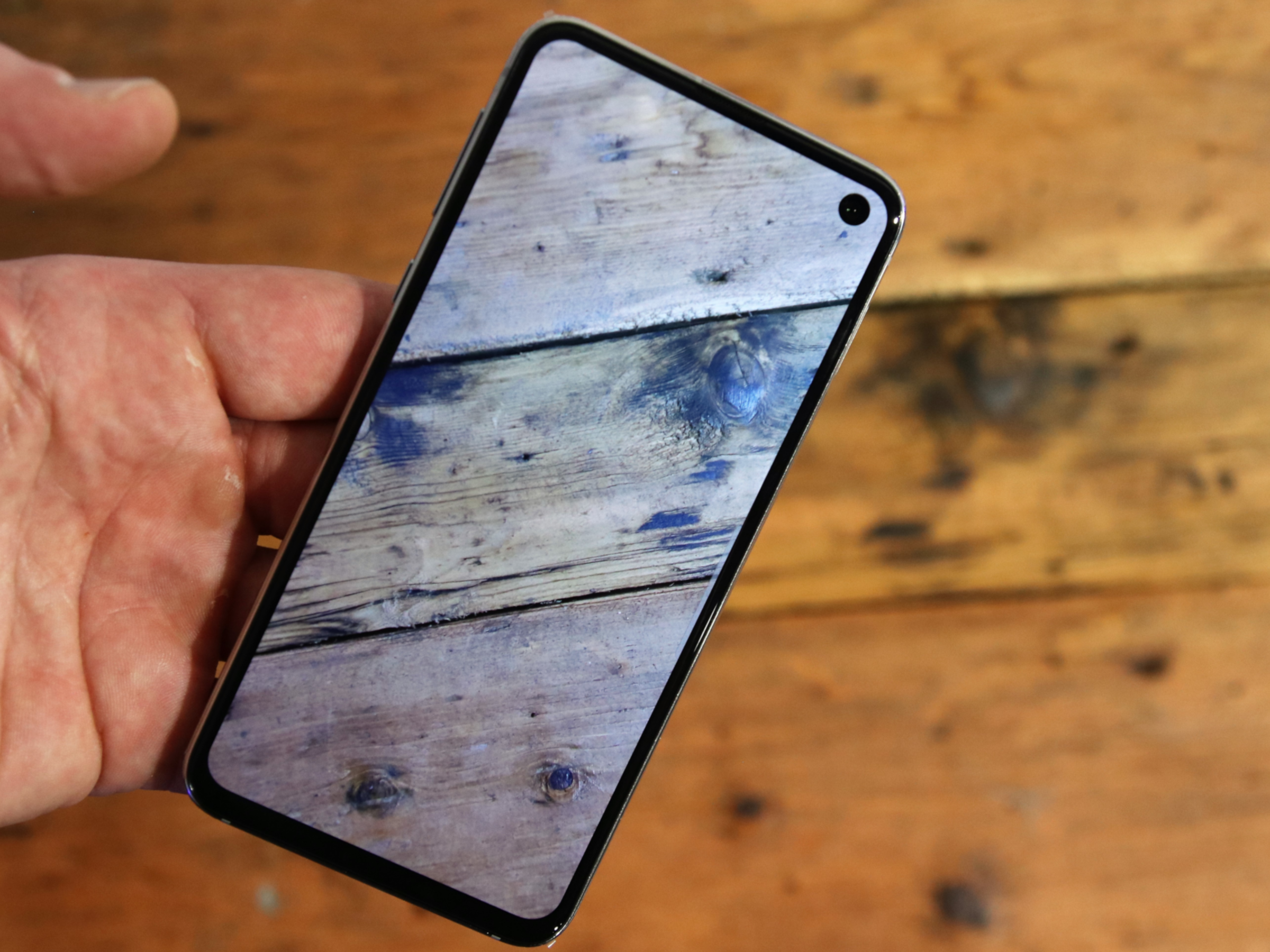 Die Front des Samsung Galaxy S10e im Hands-On
