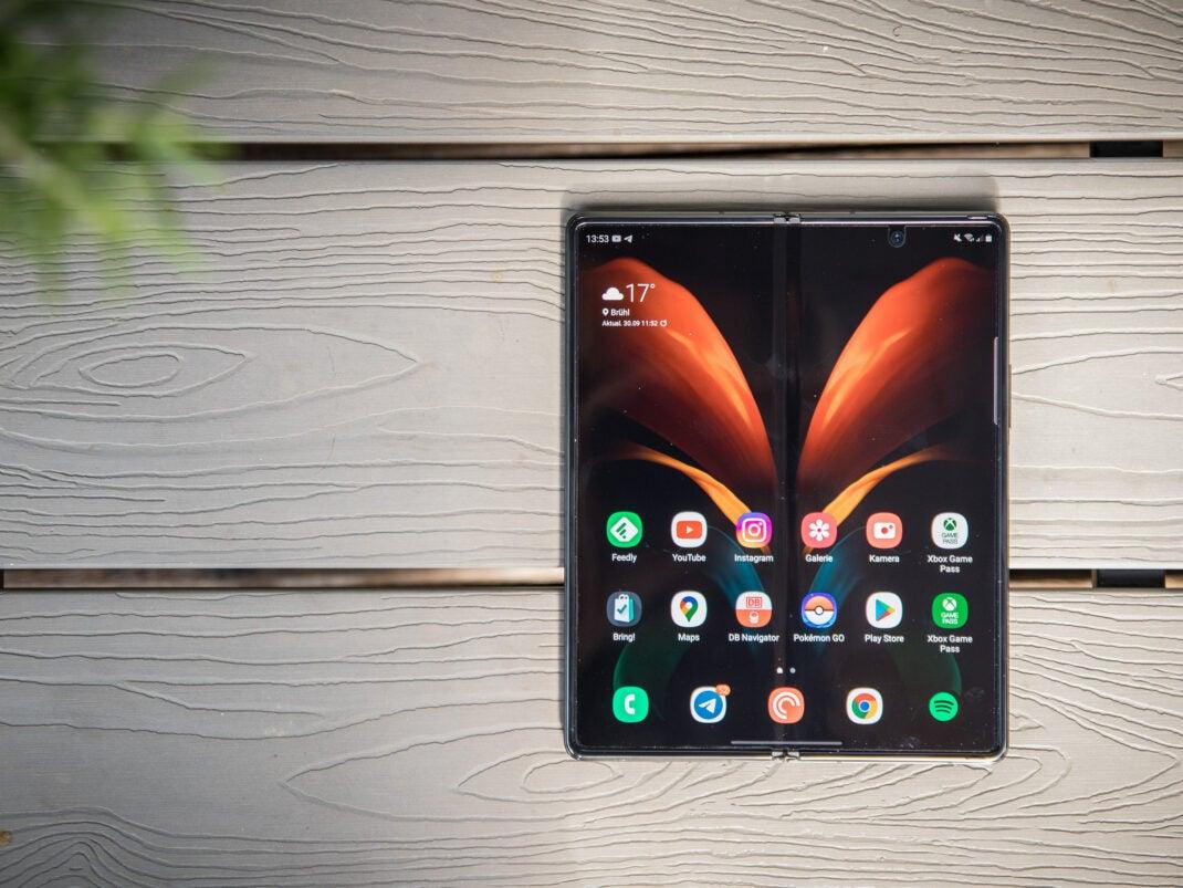 Auch aufgeklappt bietet das Galaxy Z Fold 2 mehr Bildschirm