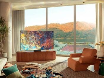 Ein Samsung Neo QLED Fernseher bei Tageslicht