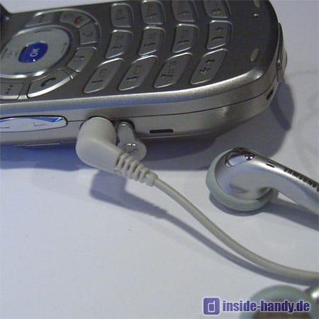 Samsung SGH-Z105 : Headset und Anschluss
