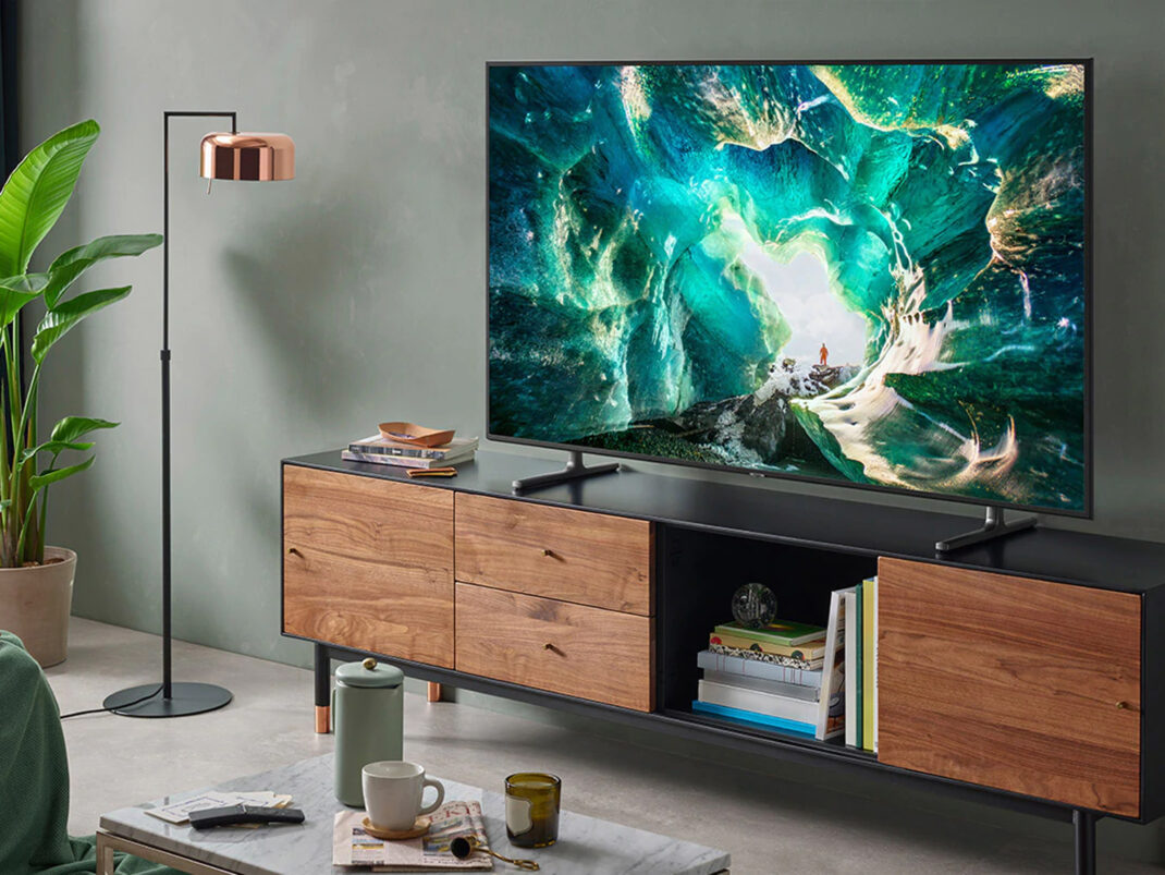 Samsung-Fernseher in einem Wohnzimmer