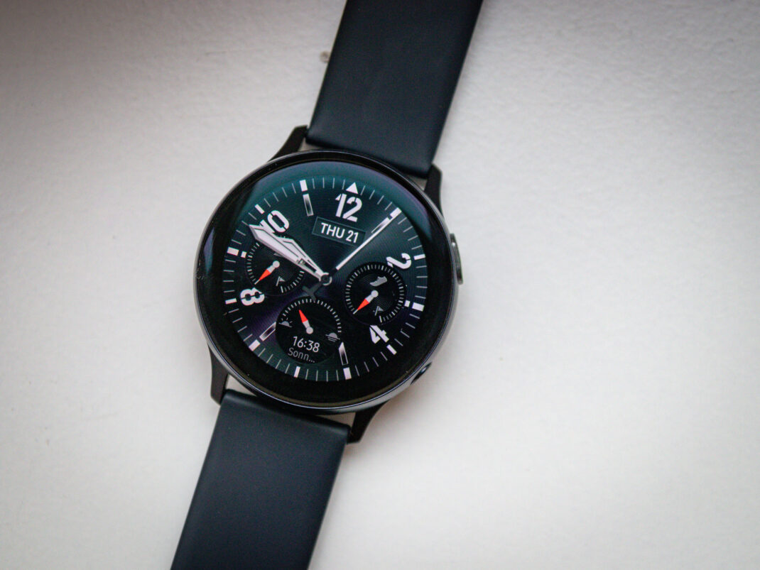 Samsung Galaxy Watch Active 2 analoges Ziffernblatt