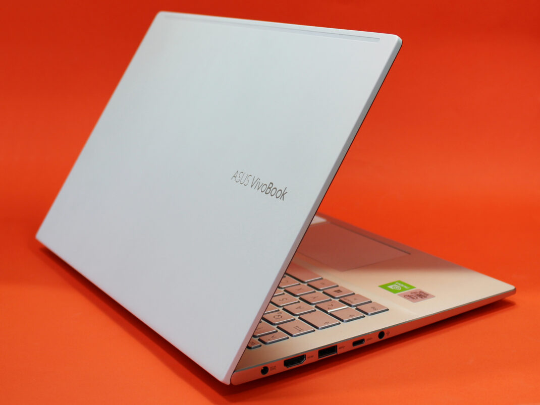 Ansicht hinten links des ASUS VivoBook S14
