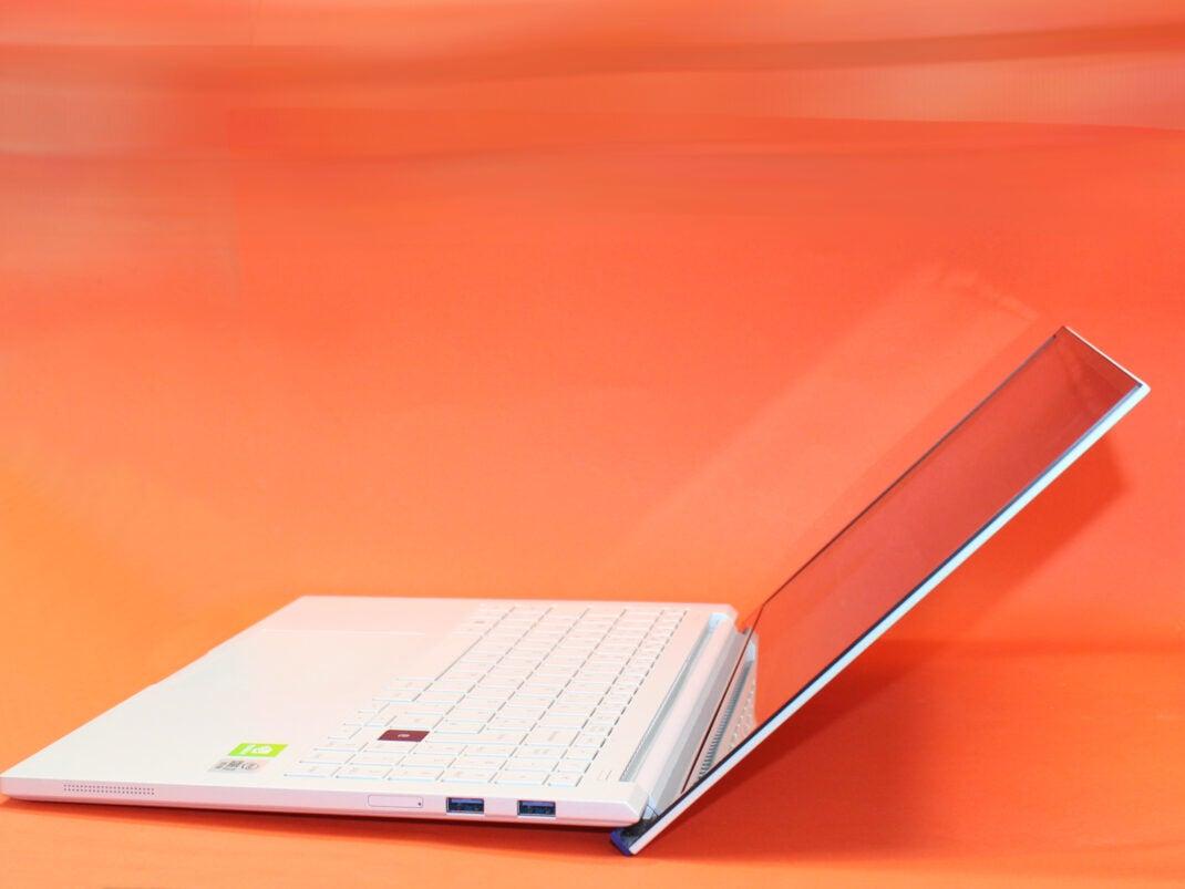 offene Seite des Samsung Galaxy Book ION