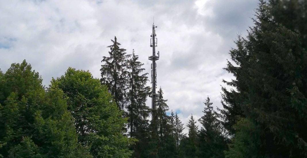 Dieser Mobilfunk-Sendemast wird per Glasfaser angebunden