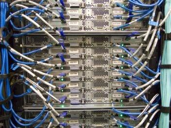 Blick auf die Server eines Rechenzentrums.