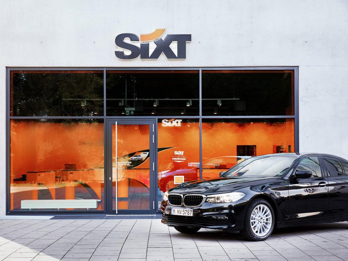 BMW vor Sixt Station