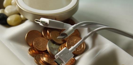 USB-C, Micro-USB, Lighntning-Connector und Qi: Smartphone aufladen (Symbolbild)