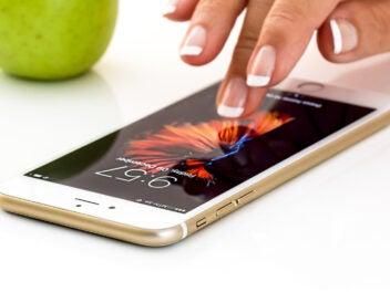Smartphone Bedienung mit mit dem Finger