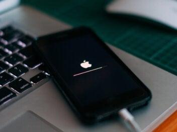 Update wird auf einem iPhone von Apple installiert