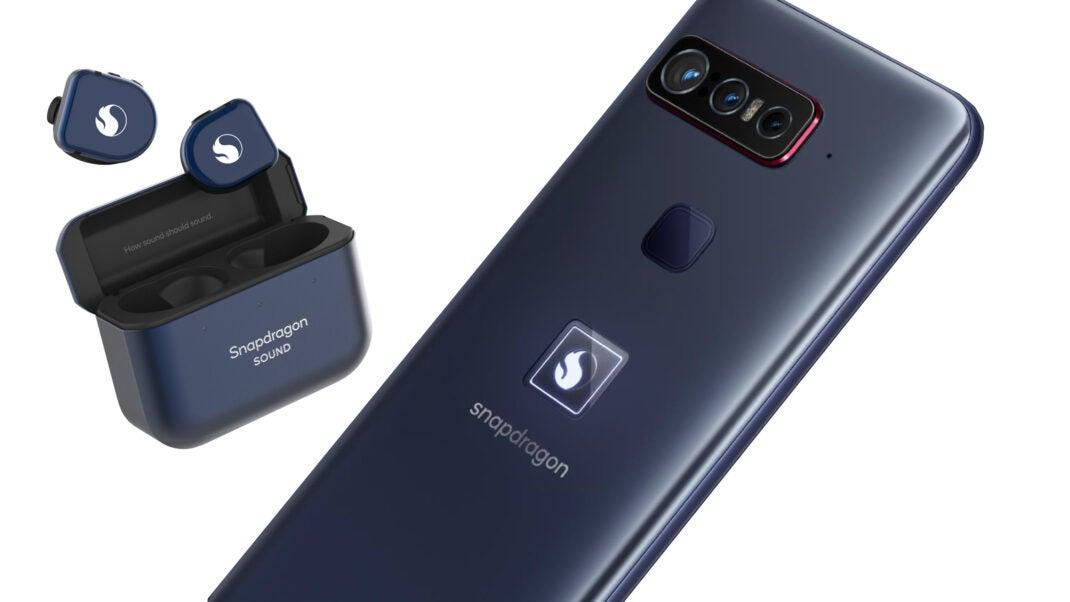 Das Smartphone for Snapdragon Insiders mit den Snapdragon Sound Kopfhörern