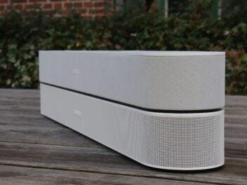 Zwei Genrerationen der Sonos Beam im Vergleich: Unten ist die neueste Version