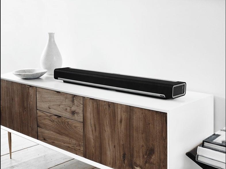 Sonos Playbar auf einem Fernsehtisch