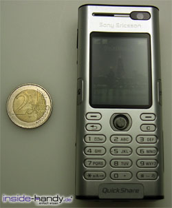 Sony Ericsson K600i - größe neben Euro
