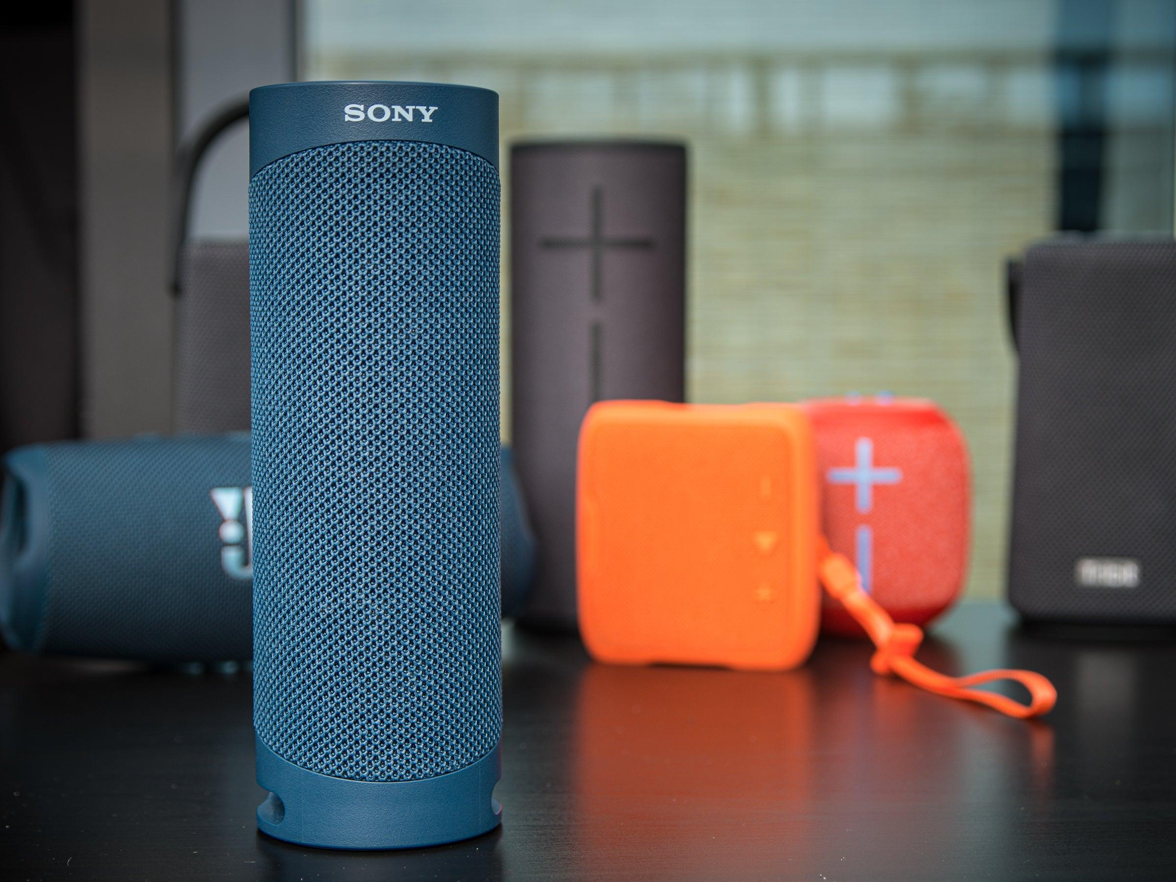 Der Sony SRS-XB23 kann mit dem größeren und teureren UE MegaBoom 3 mithalten