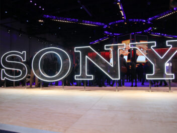 Das illuminierte Sony Logo auf der CES 2019