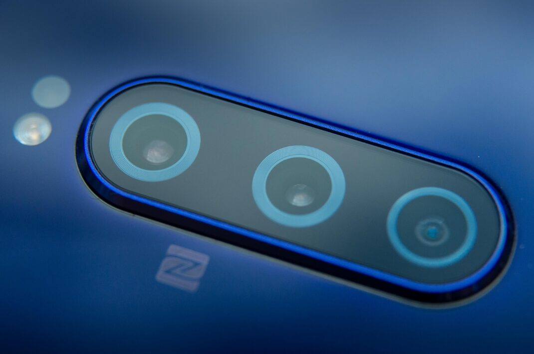 Sony Xperia 1 von hinten mit Fokus auf Triple-Kamera