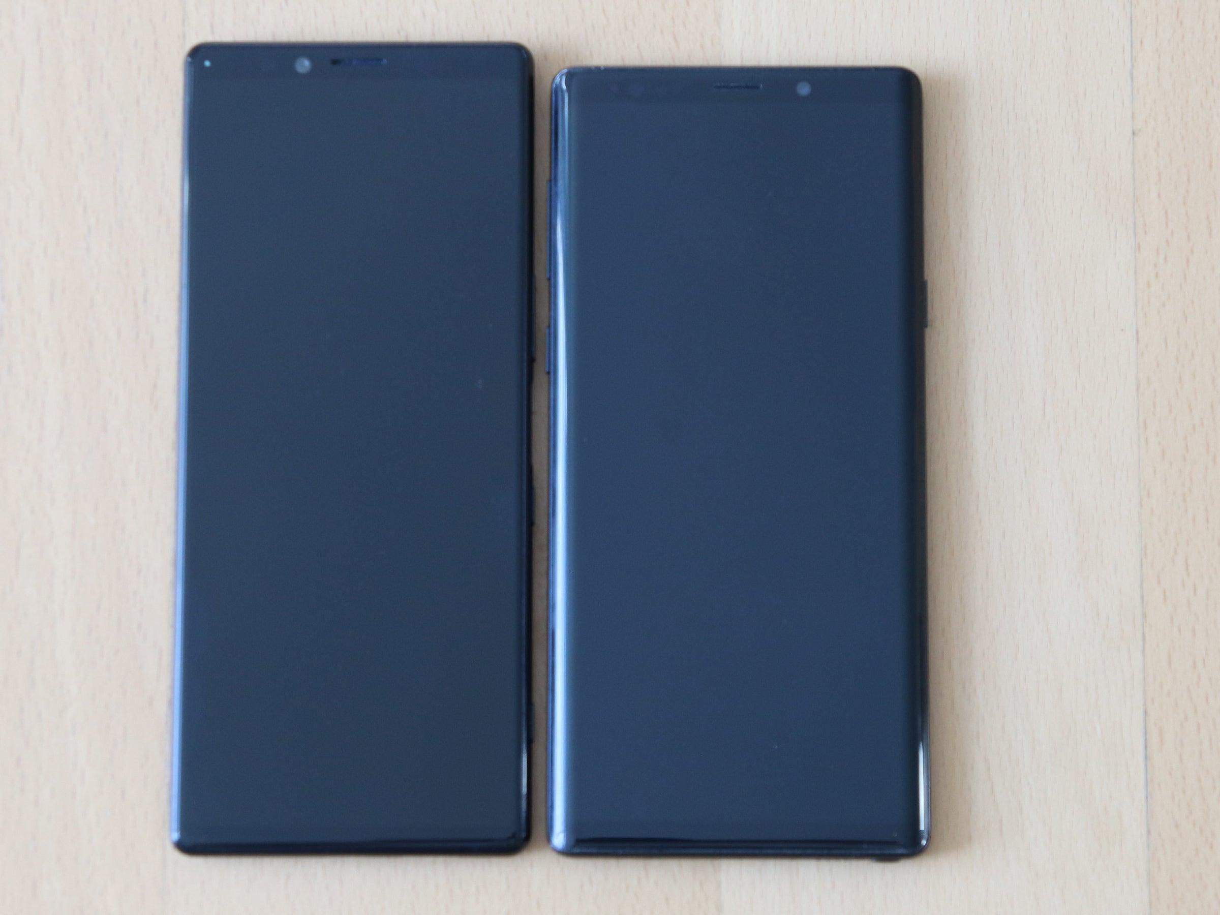 Sony Xperia 1 neben Samsung Galaxy Note 9