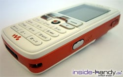 Sony-Ericsson W800i - schräg liegend