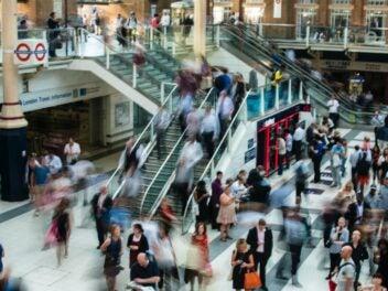 Menschen beim Einkaufen