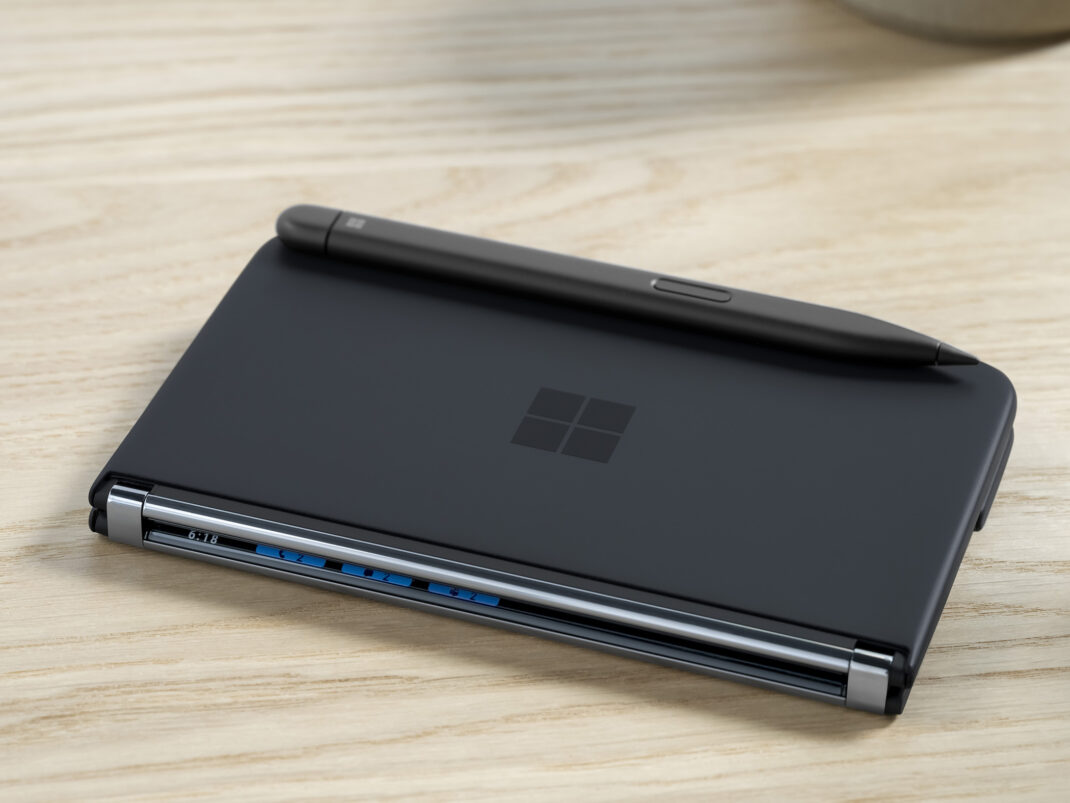Der Surface Slim Pen 2 am Surface Duo 2