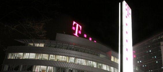 Telekom Hauptgebäude bei Nacht