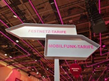 Zwei Pfeile mit der Beschriftung Festnetz-Tarife und Mobilfunktarife