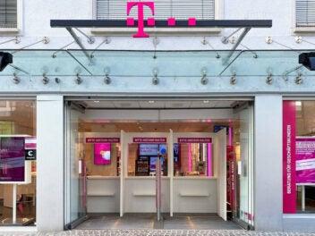 Telekom-Shop in Einkaufsstraße.