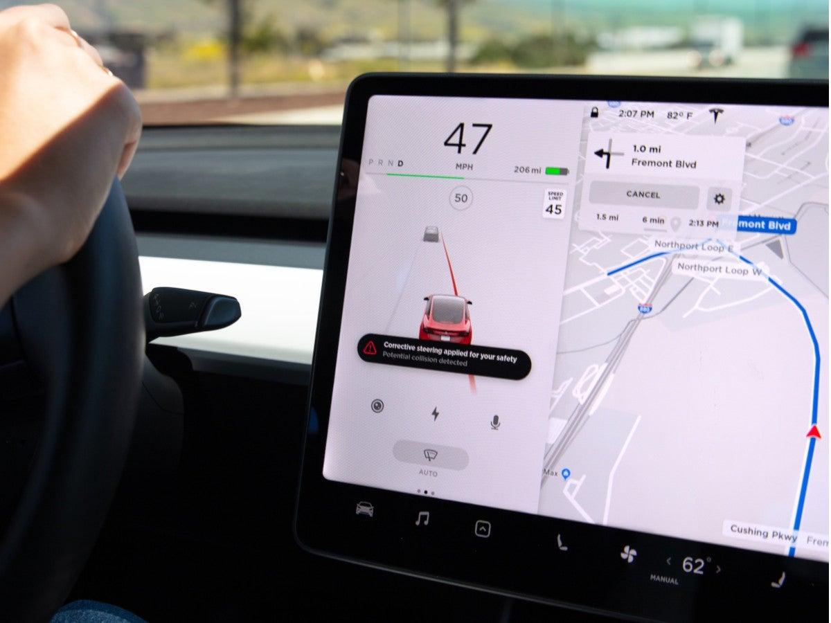 Tesla Emergency Lane Departure Aviodance