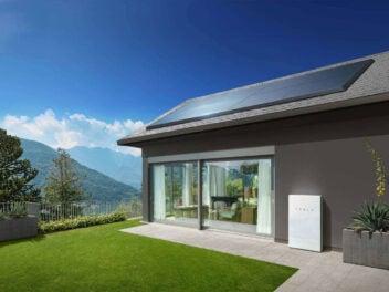 Tesla Powerwall an einem Haus
